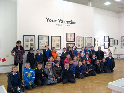 Artist Pui Lee and the class of yr3 from Kirkby Primary School